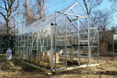 Yard2Kitchen seedling greenhouse